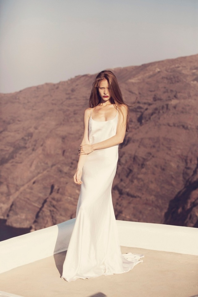 the-lane-bridal-editorial-santorini-delphine-manivet